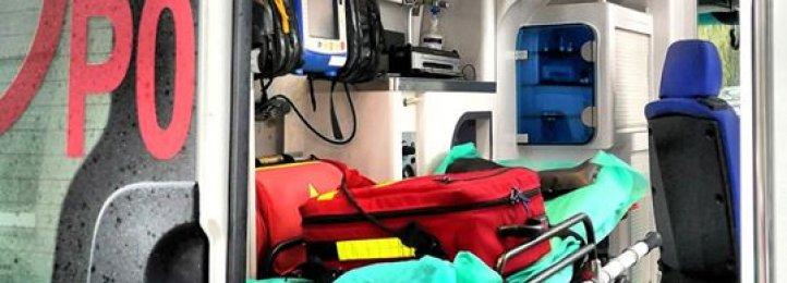 Ratownicy medyczni przyjęli poród w karetce! Matka i dziecko trafiły do szpitala